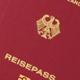 Zum 1. November wird bundesweit ein neuer Reisepass eingeführt, der im Bereich Fälschungssicherheit neue Maßstäbe setzt.