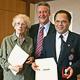 Eine Fürtherin und ein Fürther haben für ihren ehrenamtlichen Einsatz hohe Auszeichnungen erhalten.