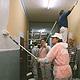 """Im Rahmen der Siemens-Initiative """"Caring Hands"""" renovierten insgesamt 165 Mitarbeiterinnen und Mitarbeiter das über 100-jährige Rosenschulhaus."""