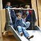 Im Rahmen des FROG-Projektes haben 15 Jugend-liche ein außergewöhnliches Spieldorf für den Kindergarten in der Badstraße geschaffen.