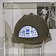 Frank Stahl, ein jüdischer Schüler, der 1938 in Fürth Abitur machte, hat seinen Golden-Gate-Bridge-Helm dem Jüdischen Museum überlassen.