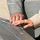 Vier in Aluminium gegossenen taktile Tafeln auf dem Solarberg ermöglichen es, dass Sehbehinderte und Blinde ihre Umgebung wahrnehmen können.