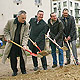 Spatenstich für Parkhaus an der Ottostraße ist erfolgt, Comödie und Berufsschule profitieren. Bis Herbst 2005 entsehen 134 Stellplätze.