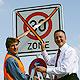 In Poppenreuth hat Oberbürgermeister Dr. Thomas Jung eine flächendeckende Tempo-30-Zone freigegeben.