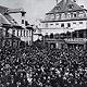 Fragt man heute nach den großen Attraktionen auf der Fürther Kirchweih, steht der Kärwazug bei vielen an erster Stelle. Andere wiederum freuen sich auf die Eröffnungszeremonie vor dem Stadttheater ...