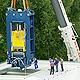 Spektakuläre Lieferung: 80 Tonnen schwer und neun Meter hoch ist die Blechpresse, die dieser Tage in die Uferstadt transportiert wurde.