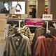 Auf rund 2000 Quadratmetern Fläche sind in der neu gestalteten H&M-Filiale die neuesten Trends an Damen-, Herren- und Kindermode erhältlich.