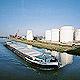 Ein weiteres infrastrukturelles Plus der Kleeblattstadt ist der Fürther Hafen am Main-Donau-Kanal . Er stellt die Verbindung zwischen Nordsee und Schwarzem Meer her.