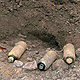 11 Uhr: Die im Bereich des neuen Gewerbegebiets Hardhöhe gefundenen Splitterbomben wurden soeben durch Sprengmeister Wolfram erfolgreich entschärft.