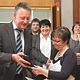 Karin Heinzler hat für ihr großes ehrenamtliches Engagement die hohe Auszeichnung von OB Thomas Jung überreicht bekommen.
