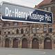 Am 27. Mai feiert Fürths Ehrenbürger Henry Kissinger seinen 90. Geburtstag. Aus der Kleeblattstadt gibt es ein besonderes Geschenk.