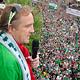 Eine Stadt im Freudentaumel: Mit einer unglaublichen Begeisterung haben die Fürtherinnen und Fürther den Aufstieg der SpVgg in die erste Bundesliga gefeiert.