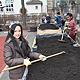 Dank der Unterstützung durch die Firma Dollinger Personal Service konnten in der Grundschule Frauenstraße zwei Hochbeete angelegt werden.