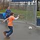 Dank einer Spende der ERGO Direkt Versicherungen konnte in der Gradlstraße ein Streetsoccerplatz für Kinder und Jugendliche eröffnet werden.