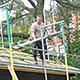 """Dank zahlreicher Sponsoren sowie einem städtischen Zuschuss konnte das Dach des Vereins """"Kulturort Badstraße 8"""" erneuert werden."""