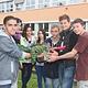 """Im Rahmen des ExWoST-Modellvorhabens """"gesund und fit in der Stadt Fürth"""" konnte das mittlerweile zehnte Hochbeet an einer Schule eingeweiht werden."""