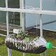 Die Bepflanzung eines öffentlich zugänglichen Beetes im Hof der Volkshochschule bietet die Gelegenheit, mitten in der Großstadt gärtnerisch tätig zu werden.