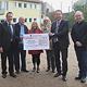 Dank einer großzügigen Spende in Höhe von 60 000 Euro darf sich die Grundschule Vach über einen Allwetterplatz für sportliche Aktivitäten freuen.