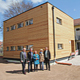 Buchstäblich von einem Tag auf den nächsten hat die Einrichtung in der Zedernstraße zwei neue Klassenräume bekommen. Modulbauweise sei Dank.