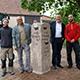 Die frisch restaurierte, 200 Jahre alte Sandsteinsäule in Flexdorf weist seit kurzem wieder den Weg nach Ritzmannshof und Untermichelbach.