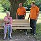 Im städtischen Altenheim in der Stiftungsstraße konnten dank großzügiger Spenden zwölf Parkbänke runderneuert werden.