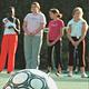 """Die Broschüre """"Sport und Flüchtlinge"""" gibt Sportvereinen hilfreiche Tipps und Hinweise für die Arbeit mit Flüchtlingen."""
