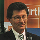 Helmut Hack, der langjährige Präsident der Spiel- vereinigung Greuther Fürth und Träger der Goldenen Bürgermedaille, hat seinen Rücktritt angekündigt.