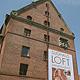 Die unter Denkmalschutz stehenden Dornbräu-Gebäude in Vach werden aufwendig saniert. Heraus- forderung: der Storch soll nicht gestört werden.