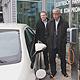 Das Autohaus Thomas hat eine Photovoltaikanlage installiert, mit deren gewonnenen Solarstrom Elektroautos betankt werden.