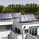 Ein Vorzeigeprojekt ist das neue Mehrfamilienwohn- haus in der Dr.-Mack-Straße 38, das fast vollständig mit einer thermischen Solaranlage beheizt wird.