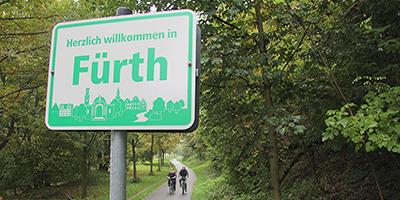 Schilder sollen in Zukunft Radfahrer und Fußgänger darüber informieren, in welche Stadt sie kommen oder welchen Ort sie verlassen.