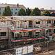 Zwischen zwei kernsanierten Gebäuden in der Ost- straße errichtet die Soziales Wohnen Fürth ein Mehr- familienhaus mit Wohnungen für Geringverdiener.