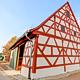 Mehr als 200 000 Euro hat die Stadt in die Außen- sanierung der ortsbildprägenden historischen Poppen- reuther Scheune investiert. Das Ergebnis überzeugt.