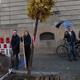 Acht Bäume und knapp 1000 Stauden werten den neuangelegten Franz-Josef-Strauß-Platz vor dem Amtsgericht weiter auf.