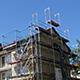 Zwei Gebäudeblöcke in der Max-Planck-Straße werden saniert und erhalten jeweils eine zusätzliche Etage mit neuen Vier-Zimmer-Wohnungen.