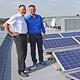 Immer mehr Gewerbebetriebe setzen auf umwelt- freundlichen Strom. So auch der Familienbetrieb Werner Hofmann, der seine eigene Solaranlage nutzt.