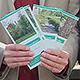 Zehn brandneue Faltblätter stellen naturkundliche Spaziergänge vor und informieren über Besonderheiten.