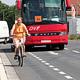 Die Stadt hat auf einem Teil der Fronmüllerstraße Schutzstreifen für Fahrradfahrer eingerichtet.