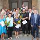15 neue Stadtführerinnen und -führer haben dieser Tage erfolgreich ihre Prüfung abgelegt und ihre Ernennungsurkunde erhalten.