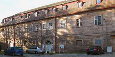 """Das erste Frauenmuseum Bayerns ist ein Projekt des Vereins """"Frauen in der Einen Welt  - Zentrum für interkulturelle Frauenalltagsforschung und internationalen Austausch e.V."""" in Kooperation mit der Stadt Fürth."""