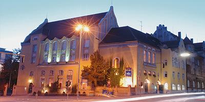 Das Berolzheimerianum ist ein wunderschönes Beispiel für den in Fürth beliebten Jugendstil. Heute wird das komplett renovierte Gebäude der Comödie Fürth als Spielstätte und Restaurant genutzt.