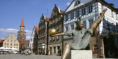 Der Grüne Markt war einst Mittelpunkt des alten Fürths. Hier verlief die wichtige Handelsstraße von Frankfurt nach Prag.