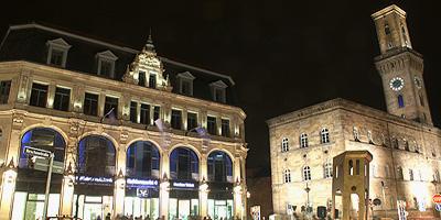 Das Fürther Rathaus fällt in Größe und Bauart völlig aus dem Rahmen seiner Umgebung. Von 1840 bis 1850 wurde dieses Gebäude nach den Plänen von Friedrich Bürklein im klassizistischen Stil errichtet.