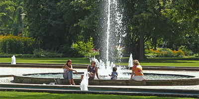 The municipal park with its rose gardens, playgrounds, lawns and pond graced with swans provides a green oasis for people to relax and while away the day.