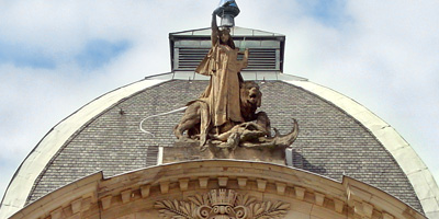 Eines der prachtvollsten Gebäude Fürths ist das Stadttheater in der Königstraße 116, das im neobarocken Stil 1902 gebaut würde.