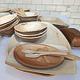 Das Fürther Unternehmen Dr. Willy Fuchs GmbH bietet nachhaltige und voll kompostierbare Teller und Schalen aus Palmblatt an.